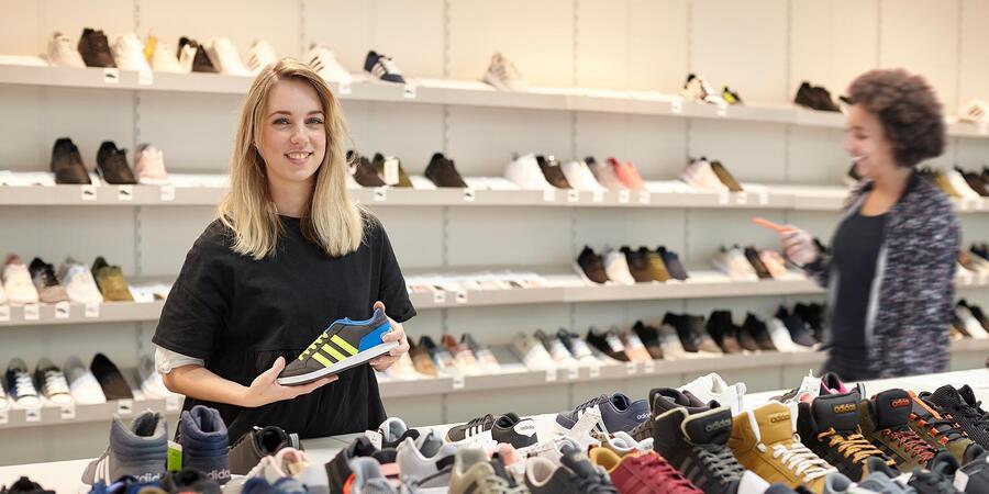 Bij Mode Schoenen WinkelmedewerkerFiliaalmanager Werken Vacature b6yYf7vIg